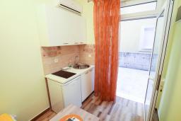 Студия (гостиная+кухня). Черногория, Игало : Студия с кондиционером, плазменным телевизором и террасой
