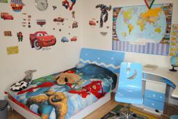 Спальня 2. Черногория, Бар : Апартамент в комплексе с бассейном, гостиная, 2 спальни, 2 ванные комнаты, собственный зеленый дворик с барбекю и видом на горы
