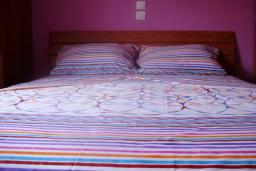 Спальня. Черногория, Рисан : Апартамент с отдельной спальней, с балконом с шикарным видом на море