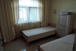 Спальня 3. Черногория, Томба : Великолепная вилла с бассейном и детской площадкой, 4 спальни, 3 ванные комнаты, сад, джакузи, парковка, Wi-Fi