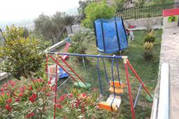 Детская площадка. Черногория, Томба : Великолепная вилла с бассейном и детской площадкой, 4 спальни, 3 ванные комнаты, сад, джакузи, парковка, Wi-Fi
