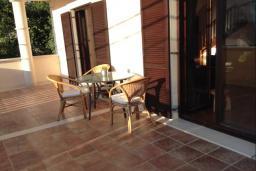 Терраса. Черногория, Лепетане : Прекрасная вилла с бассейном и зеленым двориком, 4 спальни, 3 ванные комнаты, парковка, Wi-Fi