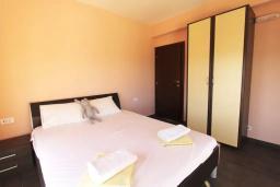 Спальня 3. Черногория, Братешичи : Прекрасная вилла с бассейном и двориком, 3 спальни, 2 ванные комнаты, парковка, Wi-Fi
