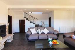 Гостиная. Черногория, Братешичи : Прекрасная вилла с бассейном и двориком, 3 спальни, 2 ванные комнаты, парковка, Wi-Fi