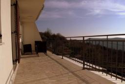 Балкон. Черногория, Братешичи : Уютный дом с видом на море и горы, 3 спальни, 2 ванные комнаты, парковка, Wi-Fi