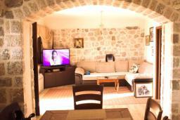 Гостиная. Черногория, Братешичи : Уютный дом с видом на море и горы, 3 спальни, 2 ванные комнаты, парковка, Wi-Fi