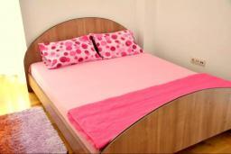 Спальня. Черногория, Братешичи : Уютный дом с гостиной, двумя спальнями, парковкой и Wi-Fi