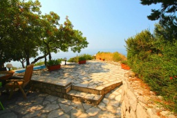 Территория. Черногория, Риека Режевичи : Прекрасный дом с бассейном и видом на море, 4 спальни, 2 ванные комнаты, парковка, Wi-Fi