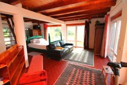 Спальня. Черногория, Риека Режевичи : Прекрасный дом с бассейном и видом на море, 4 спальни, 2 ванные комнаты, парковка, Wi-Fi