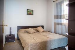 Спальня 2. Черногория, Костаньица : Роскошная вилла с бассейном и видом на море, 20 метров до пляжа, 4 спальни, 3 ванные комнаты, сауна, барбекю, парковка, Wi-Fi