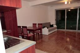 Гостиная. Черногория, Пржно / Милочер : Апартамент с гостиной, отдельной спальней и двумя террасами
