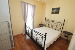 Спальня. Черногория, Бигова : Уютная вилла в комплексе с бассейном, 3 спальни, 2 ванные комнаты, патио, барбекю, зеленый дворик, парковка, Wi-Fi
