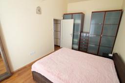 Спальня 2. Черногория, Бигова : Уютная вилла в комплексе с бассейном, 3 спальни, 2 ванные комнаты, патио, барбекю, зеленый дворик, парковка, Wi-Fi