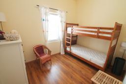 Спальня 3. Черногория, Бигова : Уютная вилла в комплексе с бассейном, 3 спальни, 2 ванные комнаты, патио, барбекю, зеленый дворик, парковка, Wi-Fi