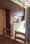 Кухня. Черногория, Игало : Апартамент с гостиной, двумя спальнями, двумя ванными комнатами и балконом с видом на море