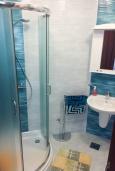 Ванная комната 2. Черногория, Игало : Апартамент с гостиной, двумя спальнями, двумя ванными комнатами и балконом с видом на море