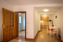 Студия (гостиная+кухня). Черногория, Петровац : Прекрасная студия для 4 человек на первом этаже