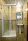 Ванная комната. Черногория, Петровац : Прекрасная студия для 4 человек на первом этаже