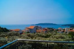 Вид на море. Черногория, Бечичи : Современная студия с балконом и видом на море