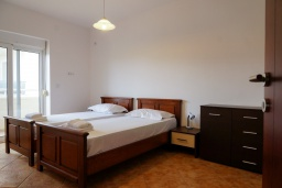 Спальня 2. Черногория, Булярица : Апартамент с гостиной, двумя спальнями и большим балконом