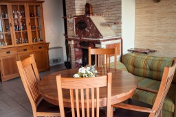 Обеденная зона. Черногория, Святой Стефан : Апартамент с гостиной, тремя спальнями и балконом с шикарным видом на море