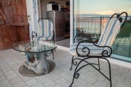 Балкон. Черногория, Святой Стефан : Апартамент с гостиной, тремя спальнями и балконом с шикарным видом на море