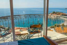 Балкон. Черногория, Святой Стефан : Студия с балконом и шикарным видом на море