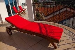 Балкон. Черногория, Святой Стефан : Апартамент с гостиной, тремя спальнями и большим балконом с шикарным видом на море