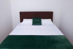 Спальня 2. Черногория, Святой Стефан : Апартамент с гостиной, тремя спальнями и большим балконом с шикарным видом на море