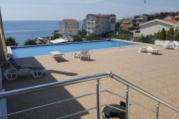 Бассейн. Черногория, Утеха : Прекрасная вилла с бассейном в 30 метрах от пляжа, 3 спальни, 2 ванные комнаты, парковка, Wi-Fi
