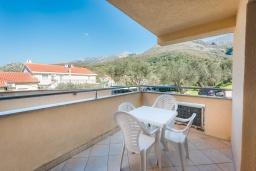 Балкон. Черногория, Пржно / Милочер : Апартамент с гостиной, двумя спальнями и балконом