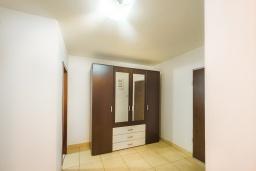 Коридор. Черногория, Пржно / Милочер : Апартамент с гостиной, двумя спальнями и балконом