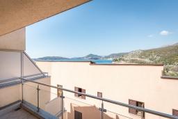 Балкон. Черногория, Пржно / Милочер : Апартамент с гостиной, отдельной спальней и балконом