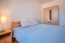 Спальня. Черногория, Пржно / Милочер : Апартамент с гостиной, отдельной спальней и балконом