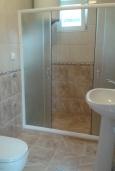 Ванная комната. Черногория, Зеленика : Прекрасный дом с зеленым двориком, 5 спален, 2 ванные комнаты, 2 кухни, парковка, Wi-Fi