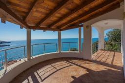 Балкон. Черногория, Утеха : Роскошная вилла с бассейном и видом на море, 100 метров до пляжа, 4 спальни, 4 ванные комнаты, барбекю, парковка, Wi-Fi