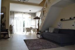 Гостиная. Черногория, Бигова : Уютная вилла с бассейном, 3 спальни, 2 ванные комнаты, патио, барбекю, зеленый дворик, парковка, Wi-Fi