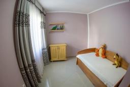 Спальня 2. Черногория, Бечичи : Роскошная вилла с бассейном и видом на море, 4 спальни, 4 ванные комнаты, барбекю, парковка, Wi-Fi
