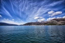 Территория. Черногория, Доня Ластва : Каменный дом в 10 метрах от моря, 3 спальни, 2 ванные комнаты, парковка, Wi-Fi