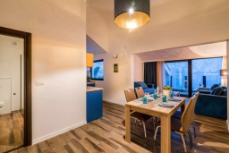 Гостиная. Черногория, Прчань : Шикарный апартамент с гостиной, отдельной спальней и балконом с шикарным видом на море