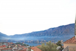 Вид на море. Черногория, Доброта : Уютная студия в 130 метрах от пляжа и балконом с видом на море
