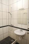 Ванная комната. Черногория, Доброта : Уютная студия в 130 метрах от пляжа и балконом с видом на море