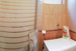 Ванная комната. Черногория, Доброта : Апартамент с террасой, 30 метров до моря