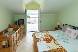 Спальня. Черногория, Зеленика : Апартамент с отдельной спальней и террасой с видом на море