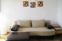 Гостиная. Черногория, Игало : Роскошный апартамент с большим балконом и шикарным видом на море