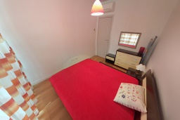 Спальня. Черногория, Пржно / Милочер : Апартамент в 100 метрах от пляжа, с гостиной, двумя спальнями и терраса