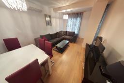 Гостиная. Черногория, Пржно / Милочер : Апартамент в 100 метрах от пляжа, с гостиной, двумя спальнями и терраса