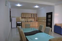 Кухня. Черногория, Сутоморе : Роскошная вилла в 50 метрах от пляжа, с зеленым двориком и видом на море, 6 спален, 4 ванные комнаты, парковка, Wi-Fi