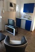 Кухня. Черногория, Утеха : Апартамент в 300 метрах от пляжа, с 2 спальнями и террасой