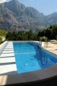 Бассейн. Черногория, Муо : Роскошная вилла в 100 метрах от пляжа, с бассейном и видом на море, 5 спален, 4 ванные комнаты, барбекю, парковка, Wi-Fi
